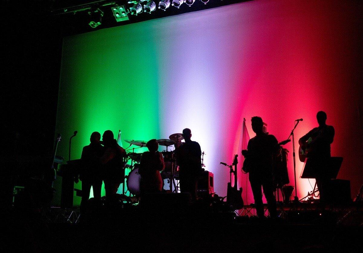 i nuovi cantanti italiani e le inflessioni dialettali